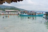 Wisatawan lokal ramai kunjungi objek wisata pantai di Lampung