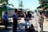 Satgas COVID-19 periksa pengguna kendaraan di perbatasan Kapuas