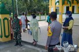 Polsek dan TNI di Tambelan edukasi protokol kesehatan
