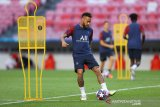 Neymar dikabarkan termasuk dalam tiga pemain PSG yang positif COVID-19