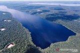 Bersahabatnya industri hulu migas dan alam di Danau Zamrud