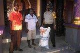 Polres Yalimo distribusi bantuan beras Mabes Polri ke warga