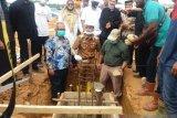 Bupati Pessel letakan batu pertama pembangunan pabrik kelapa sawit di Lunang