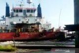 Lanting rusak dan kelotok tenggelam akibat diserempet kapal Pertamina