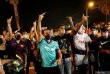 Suporter Barca lakukan protes di Camp Nou