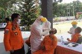 Puluhan pegawai Basarnas Manado jalani tes usap
