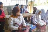 Istri seorang anggota TNI buka akses wifi gratis bagi siswa belajar daring