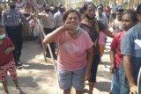 Puluhan warga Besipae menolak kesepakatan dibuat Pemprov NTT