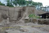 Penambang pasir lereng Merapi tewas tertimpa tebing longsor