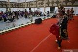 Sejumlah anak dari Persatuan Orang Tua dan Anak Down Syndrome (POTADS) dan para tamu undangan mengikuti