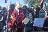 Puluhan warga aksi damai protes penanganan konflik lahan di Besipae