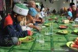 Masjid Suro gelar tradisi 10 Muharram, bagikan 1.500 porsi bubur sop ke anak yatim