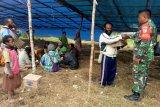 Babinsa Koramil Moanemani bantu sembako pembangunan gereja Santo Petrus