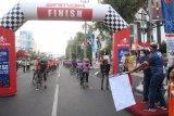 Selebritis dan pehobi sepeda ramaikan start keempat Tour de Borobudur 2020