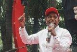 Edo Kondologit tuntut keadilan atas kematian adik iparnya di tahanan