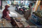 Bantul rutin ingatkan pedagang pasar patuhi protokol kesehatan