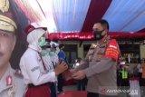 Polisi bagikan 100 modem dan paket data internet pelajar di Jaktim