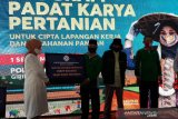 Menaker berikan bantuan program  padat karya pertanian di Magelang