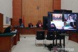 Jaksa menuntut Lucinta Luna tiga tahun penjara
