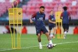 PSG bela Neymar karena sasaran rasis