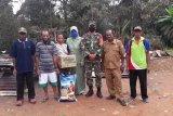 Babinsa bantu sembako korban kebakaran Kampung Langgoan Boven Digoel