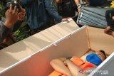 Petugas beri sanksi pelanggar protokol merenung dalam peti mati