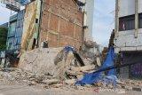 Bangunan empat lantai di Gambir Jakarta ambruk