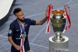 Neymar kabarnya termasuk dalam tiga pemain PSG yang positif  corona