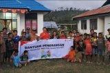 Telkomsel bantu 75 paket listrik bertenaga surya bagi warga Desa Wairara