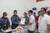 Andre Angouw-Richard Sualang pendaftar pertama balon wali-wawali di KPU Manado