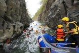 Wisata baru jelajahi Sungai Leuwi Daleum selatan Garut diluncurkan