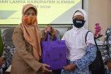 Sleman serahkan 120 paket bantuan bagi anak, perempuan, dan lansia