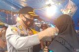 Polisi tegur warga tidak gunakan masker di kawasan Pasar Raya