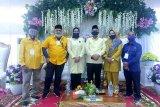 Pasangan Rajut disambut tarian tradisional saat  daftar di KPU Inhu