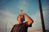 Agar anak terbiasa minum air, ini siasatnya
