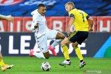 Kylian Mbappe akui cedera pergelangan kakinya kambuh usai laga lawan Swedia