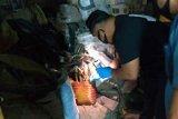 Seorang suami diduga kubur jasad istrinya di bawah ranjang