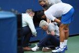 Novak Djokovic didiskualifikasi karena pukulkan bola ke ofisial pertandingan