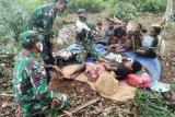 Prajurit Satgas Yonif 125/Si'mbisa bantu ibu melahirkan di perbatasan RI-PNG