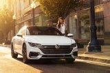 Serangkai pembaruan Volkswagen Arteon 2021 yang baru meluncur di Inggris