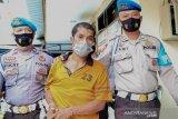 Buronan pencurian di Lombok Barat dibekuk polisi beserta tiga pedang