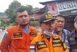 Petugas gabungan evakuasi tujuh warga di kawasan banjir Jondul Rawang Padang