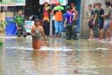 Puluhan rumah TNI-AL di Padang ikut tergenang banjir setinggi satu meter