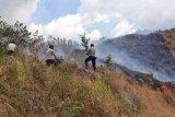 Cegah kebakaran padang savana di kaki Gunung Rinjani, polisi imbau warga tak bakar lahannya