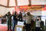 Polres dan Pemkab Batang bagikan 60.000 masker antisipasi COVID-19
