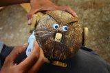 Kerajinan berbahan limbah batok kelapa