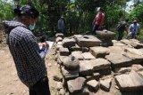 Penelitian batu Candi Tibayan