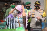 Polres Temanggung bagikan 2.000 masker antisipasi penyebaran COVID-19