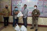 PLN Peduli serahkan 1000 paket sembako kepada masyarakat