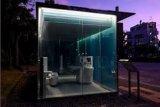 Jangan intip! Ada toilet umum terlihat tembus pandang di taman Tokyo